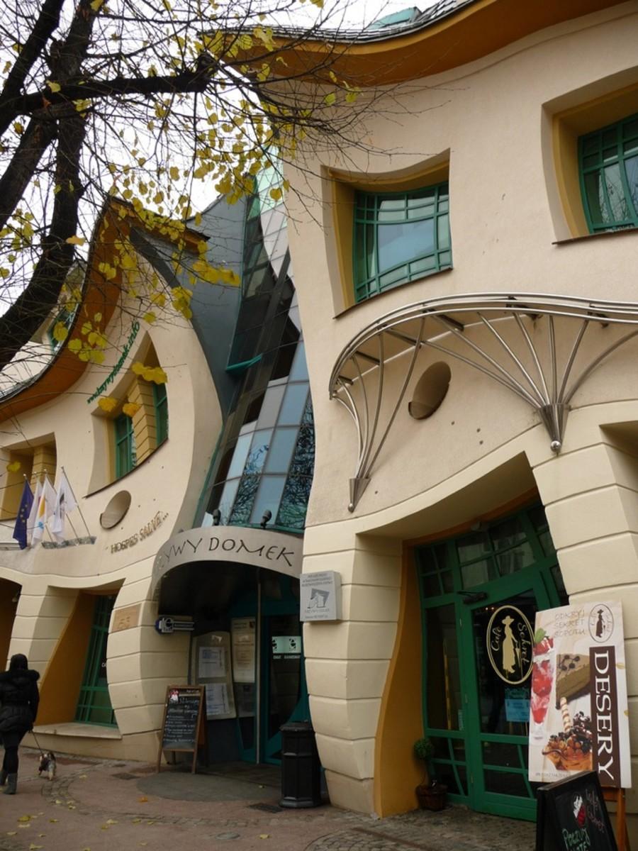 unique-architecture-building-the-crooked-house-poland