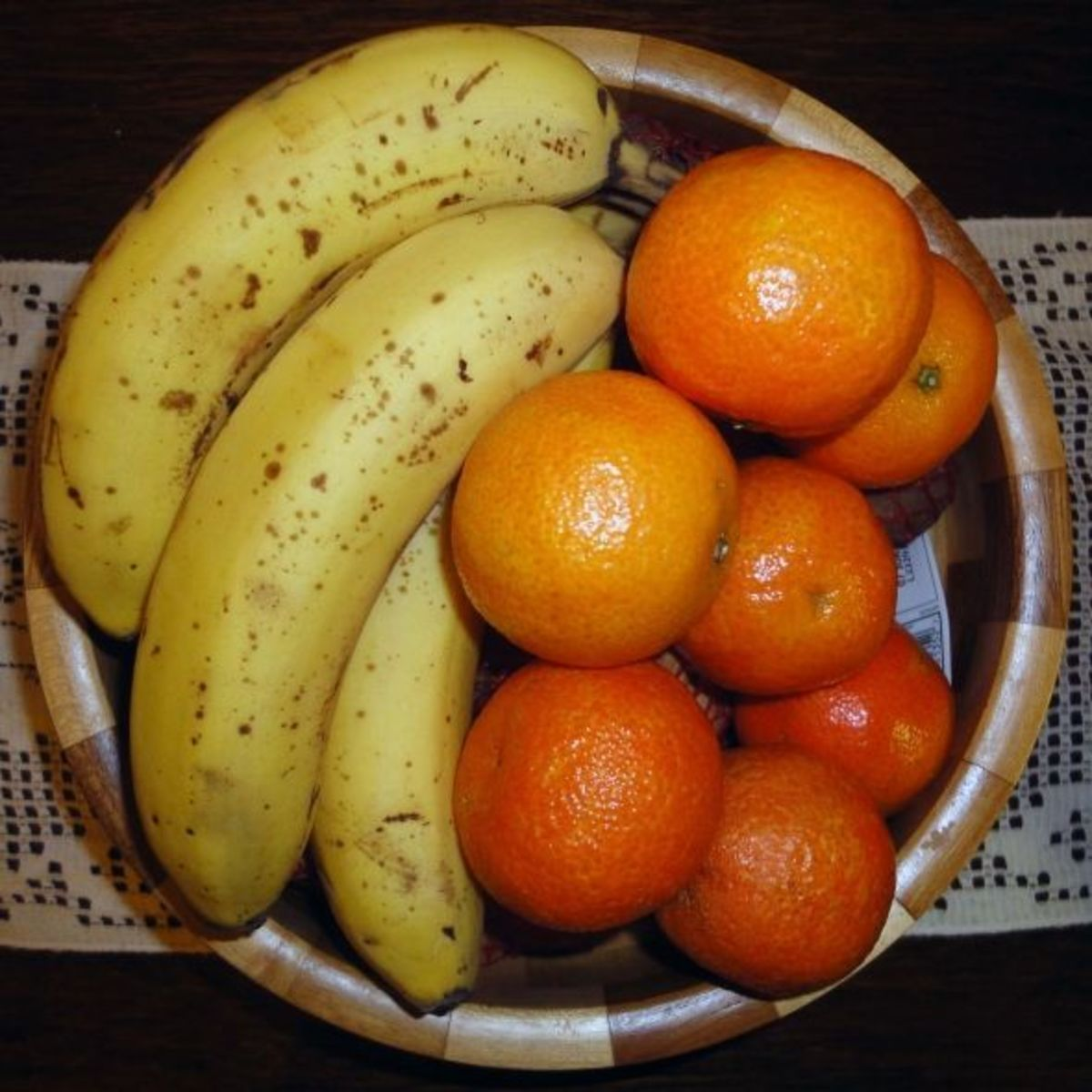 Fruit in bowl wooden