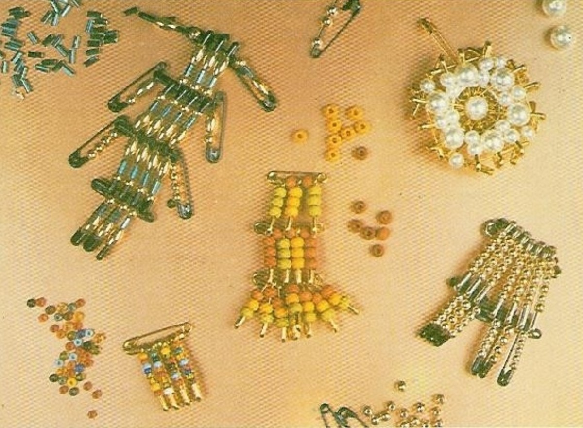 How to Make Bead Brooches With Safety Pins