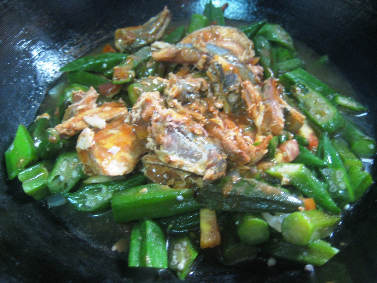 Sauteed Okra with sardines in tomato sauce