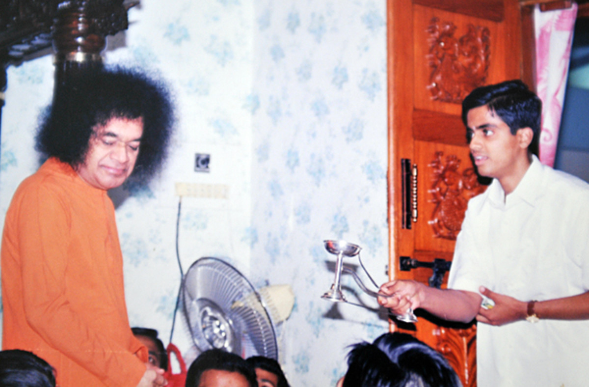 Meaning of Aarthi or Arati done by waving camphor at the Lord