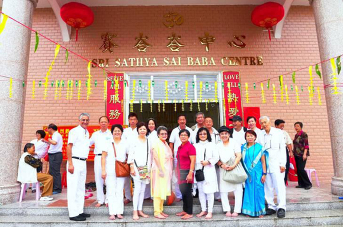 Though the Sai Center took birth recently, Sai entered China many years ago as evidenced by the thousands of people there who have been inspired and touched by Him in ways mysterious and divine.