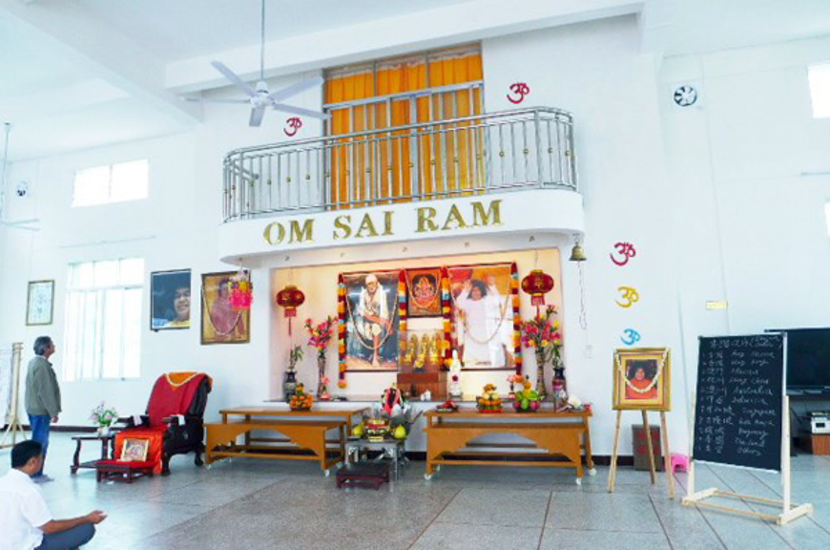 Inside, the shrine is just like the shrine in any other Sai Center in the world.