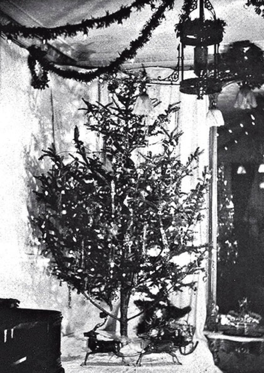 Photo of the first Christmas tree with electric lights in the home of Edward H. Johnson, Thomas Edison's associate, in 1882.