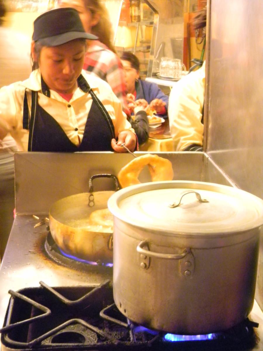 Frying the picarones