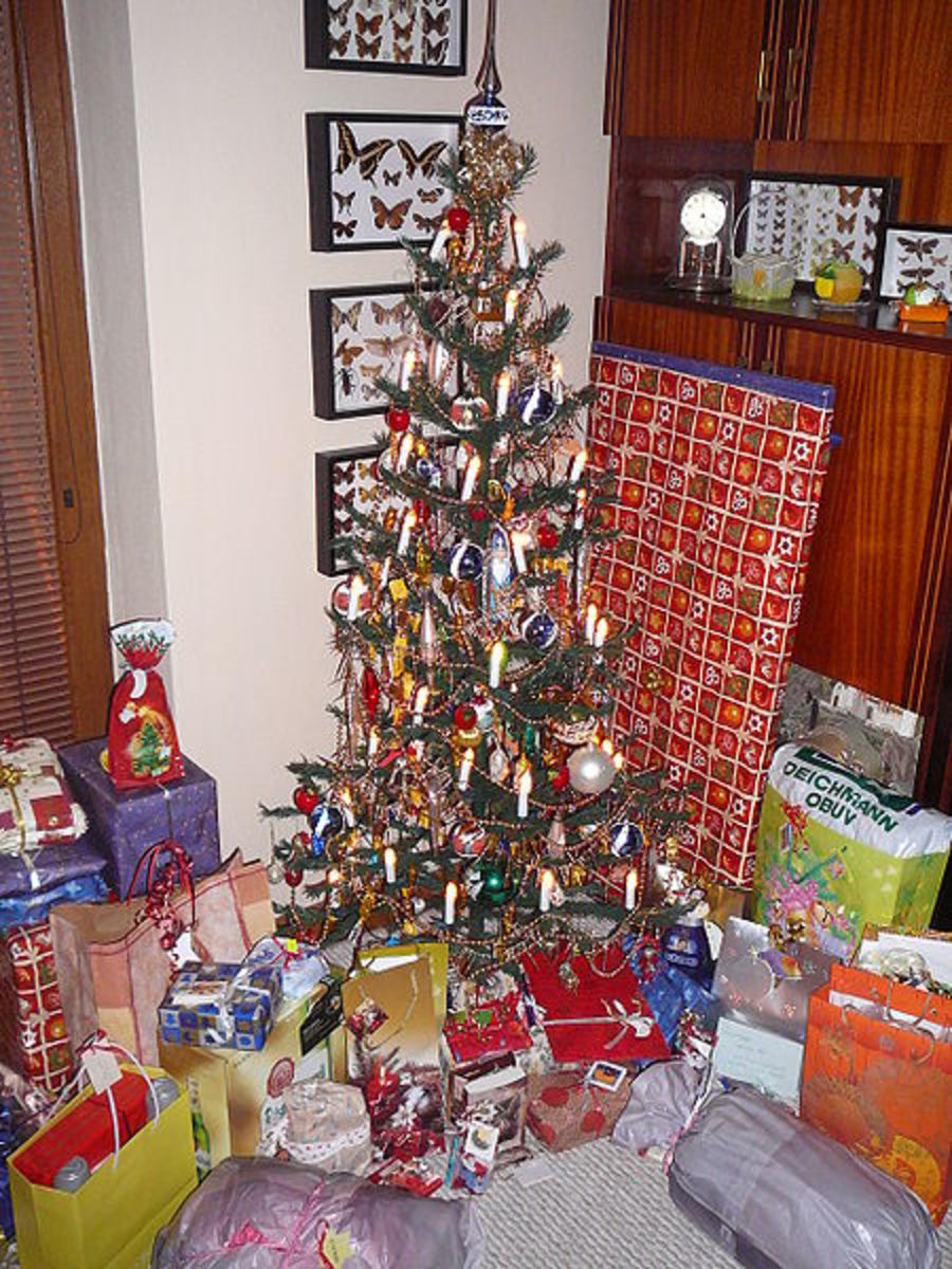 Christmas Tree with Gifts