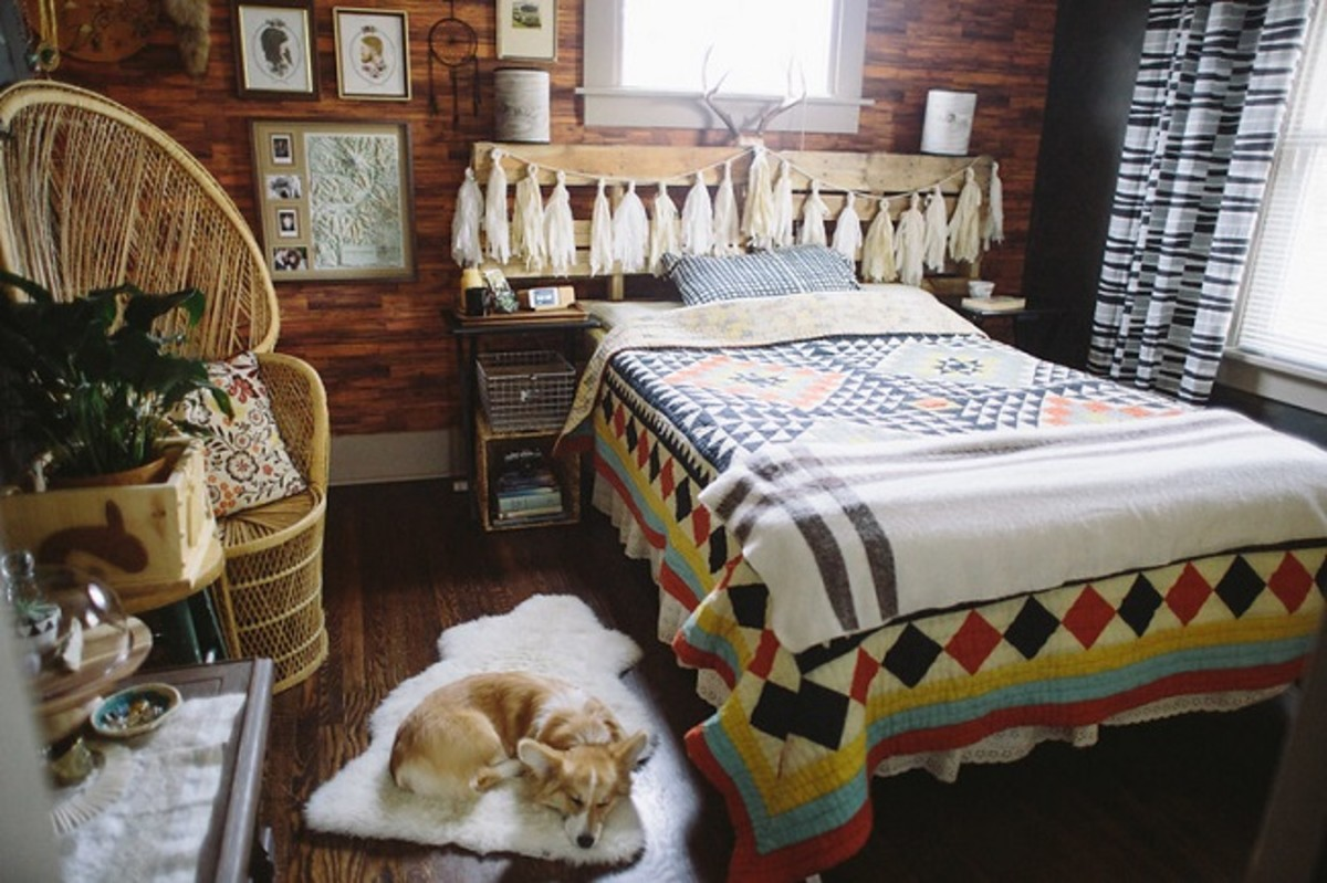 The major features of rustic style are furniture and decor items made with natural materials like seagrass floor rugs, wood panelling and flooring, country style chests, tables, beds, headboards and dressers, wall sconces, faux animal skin, plaid