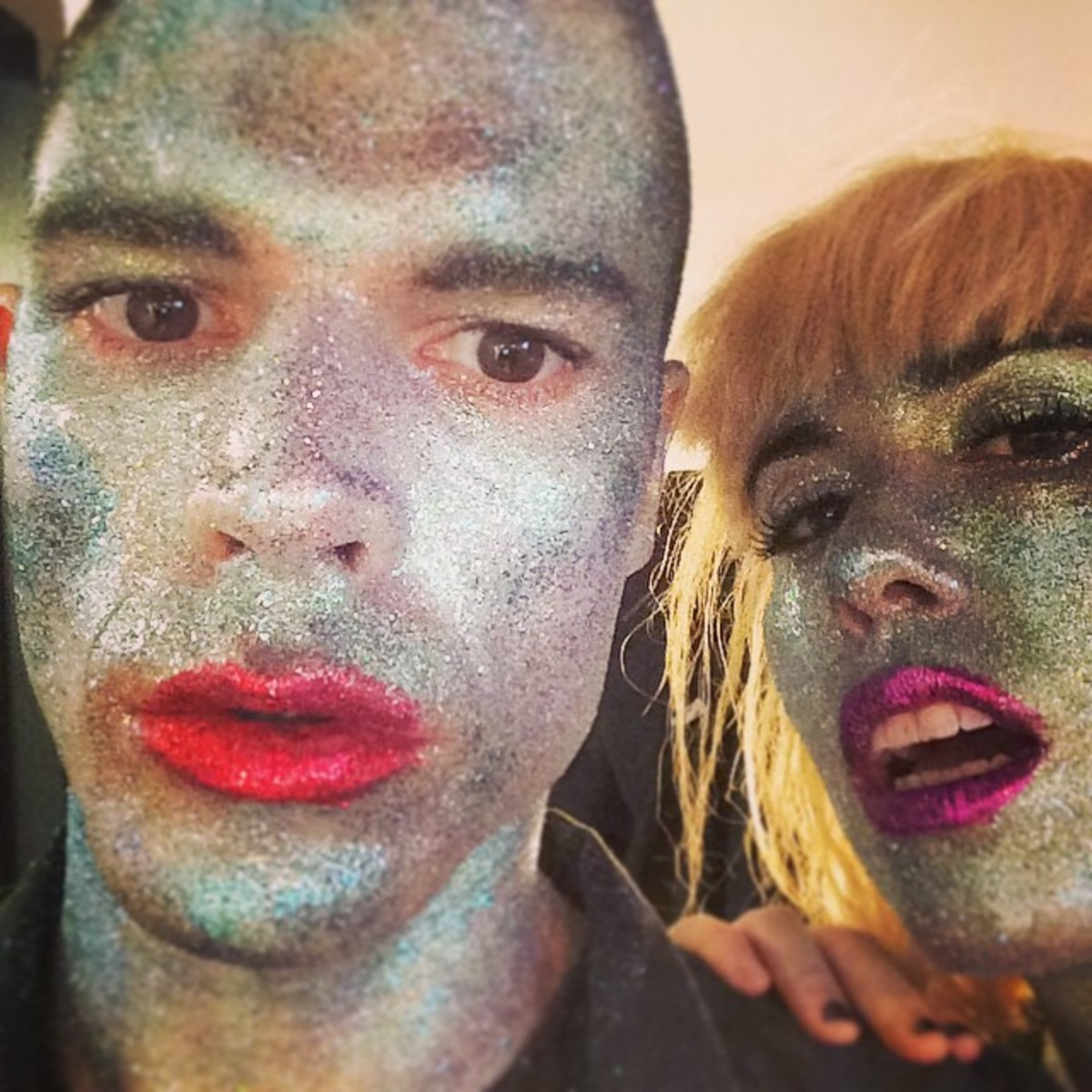 Grouplove singers backstage covered in Glitter