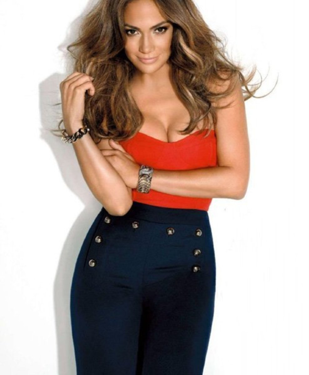 These high waist pants look classy on JLo