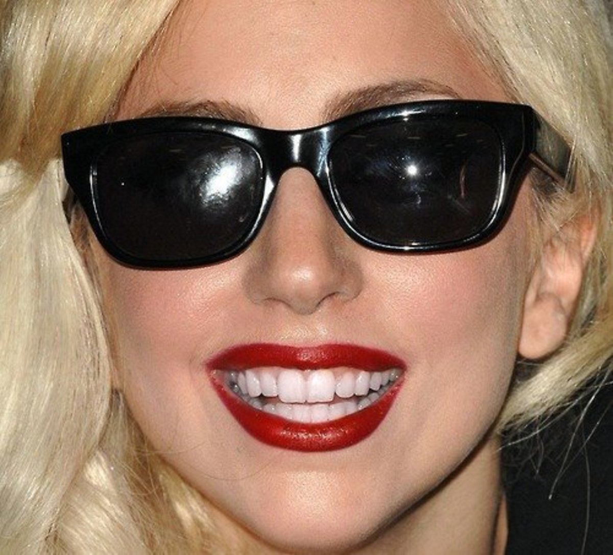 Lady Gaga with red lipsick