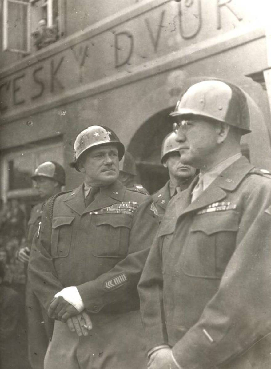 Robertson, right, with General Ernest Harmon in 1945.