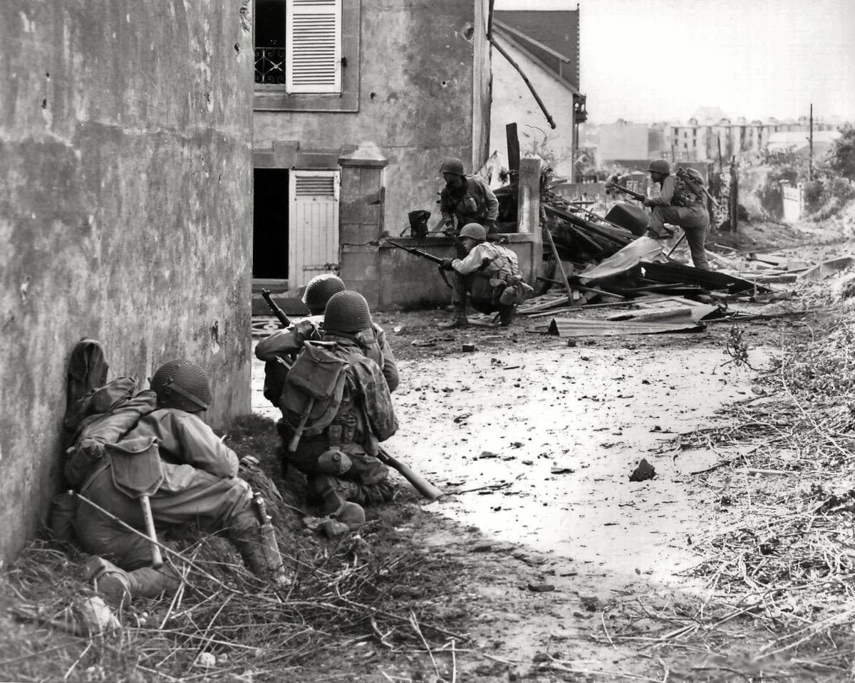 Men of the 2nd ID fighting in Brest