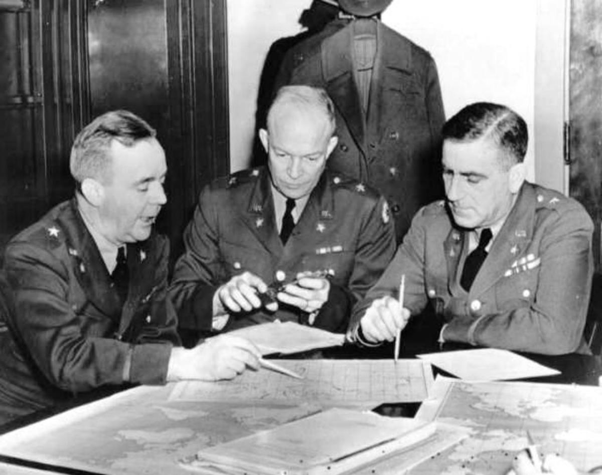 Gerow (right) with Eisenhower (center) and Brig. Gen. Crawford (War Plans Division of the War Department).