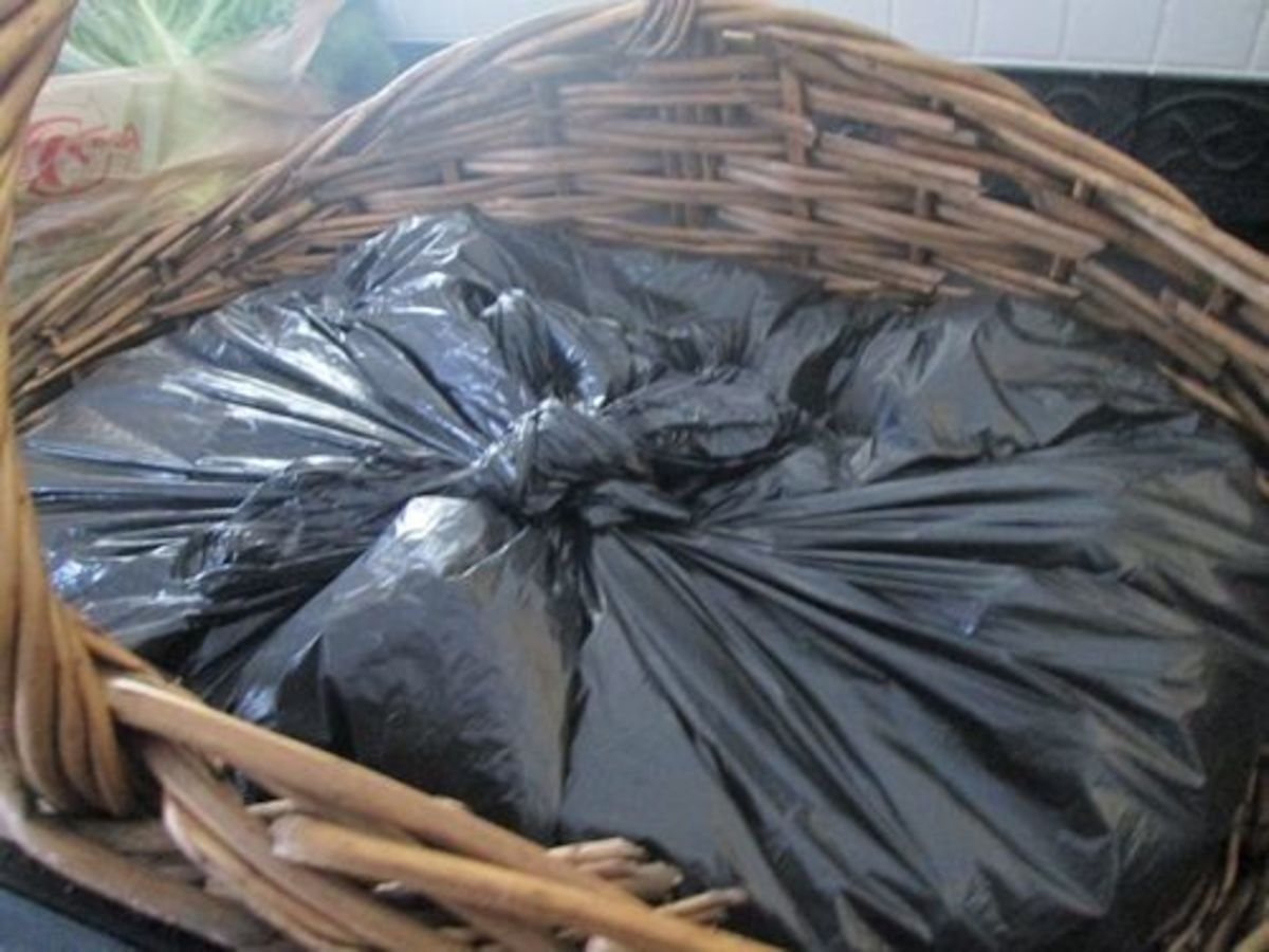Remove excess air and tie a knot in the center of the trash bag. Cover with fabric or tablecloth. Now you are ready to place your fruits or veggies!