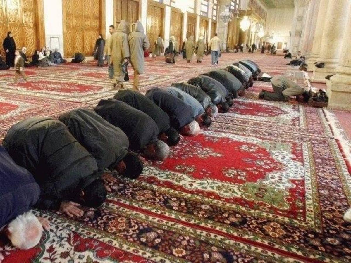 Muslims praying towards Mecca;  Umayyad Mosque, Damascus.