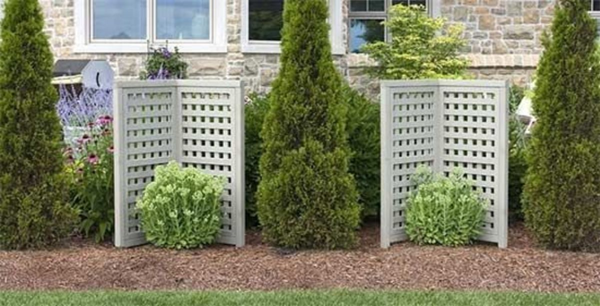Portable outdoor privacy screens