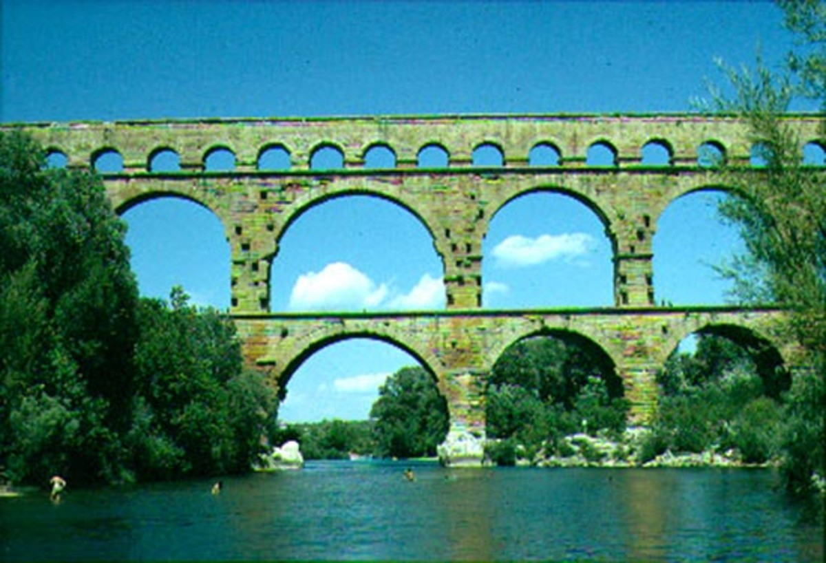 Pont Du Gard: ancient Roman aqueduct bridge in France.