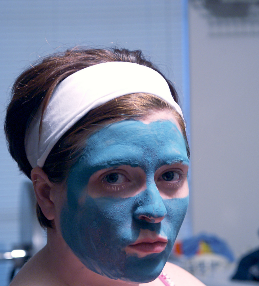 How to Correctly Apply a Face Mask