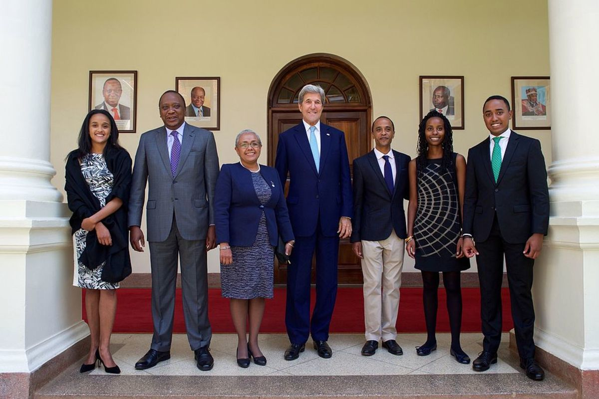 Secretary Kerry Poses for a Photo With the Family of Kenyan President Uhuru Kenyatta at the State House in Nairobi