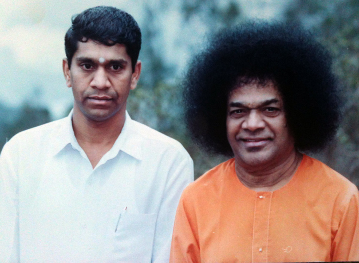 Sri Sai Surendranath with Bhagawan Baba in his college days....