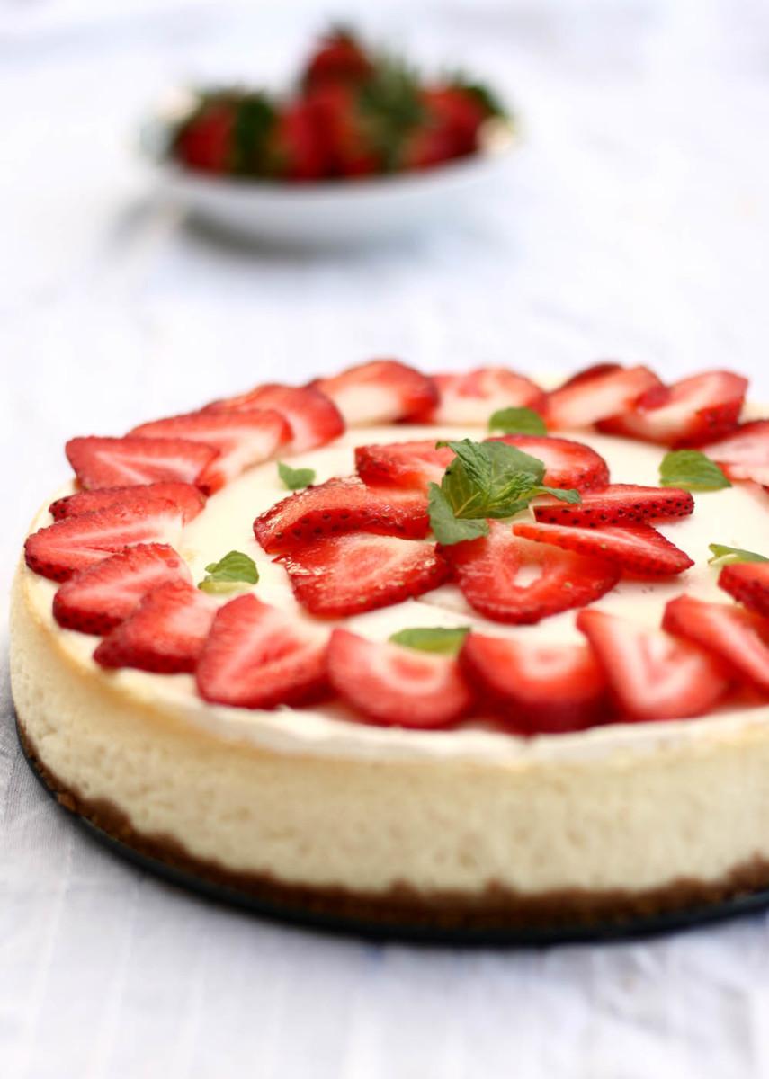 Simple and Creamy Strawberry Cheesecake Recipe
