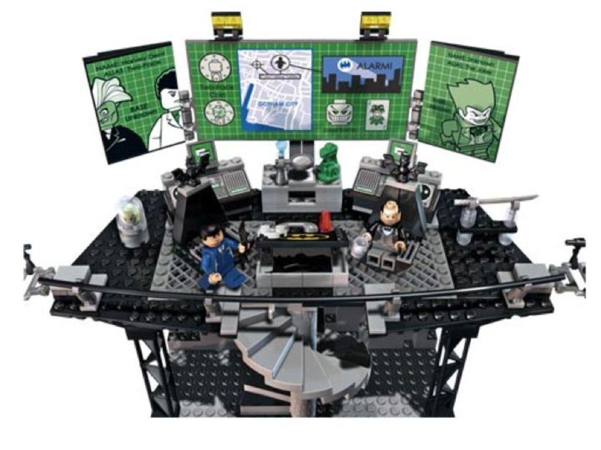 LEGO Batman The Batcave The Penguin And Mr. Freeze's Invasion 7783 Batcomputer