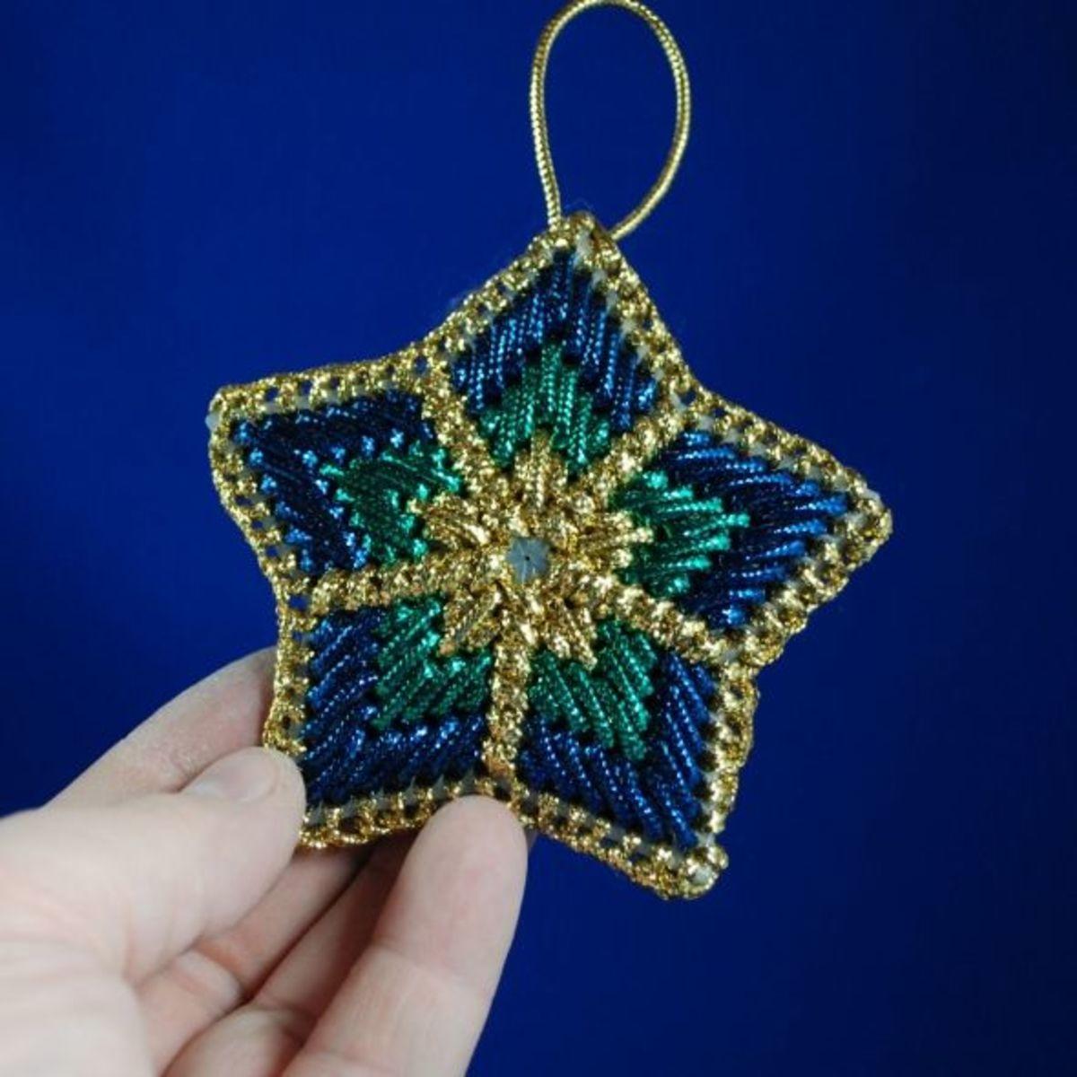 plastic-canvas-ornaments