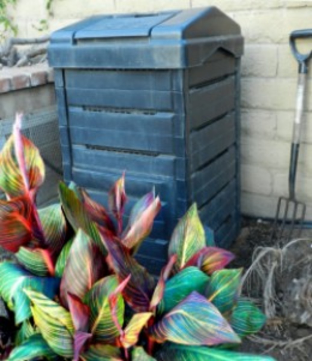 Garden Gourmet Compost Bin with brick base