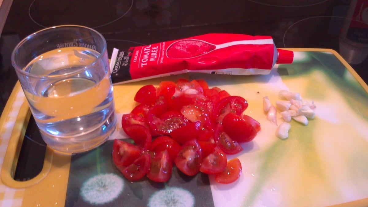 Ingredients for homemade tomato sauce(Dakkus)