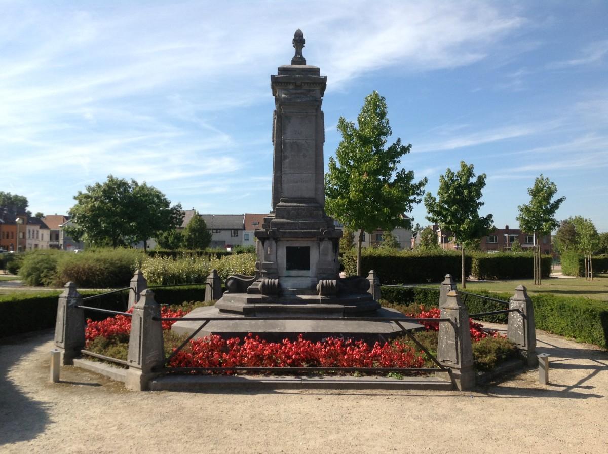 Bluestone memorial for William Tyndale, Mechelsesteenweg, Vilvoorde