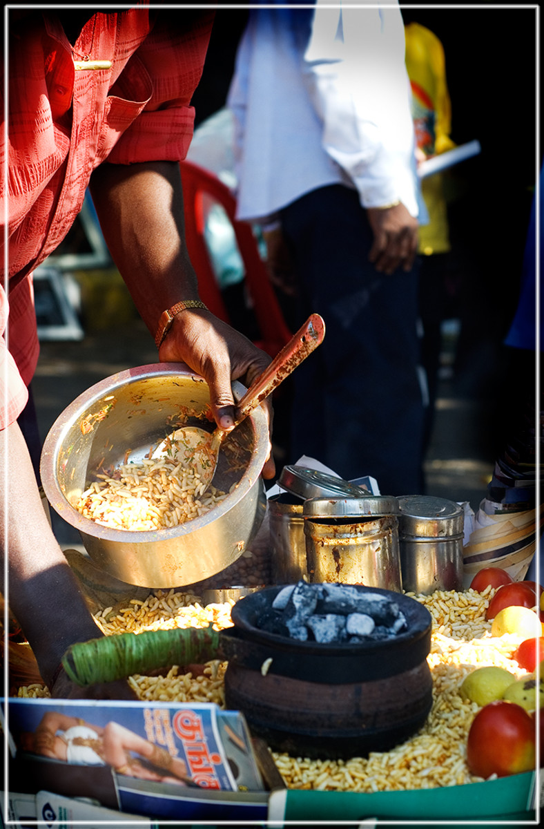 vendor preparing bhel puri