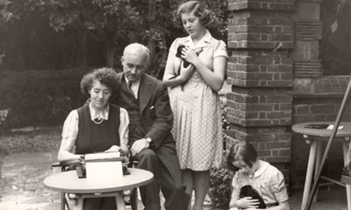 Enid Blyton with her family at Green Hedges