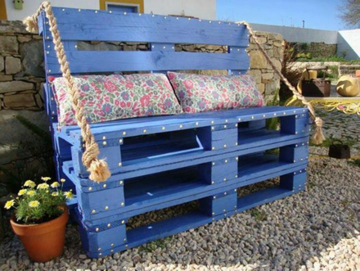 Garden Bench Made From Reclaimed Pallets