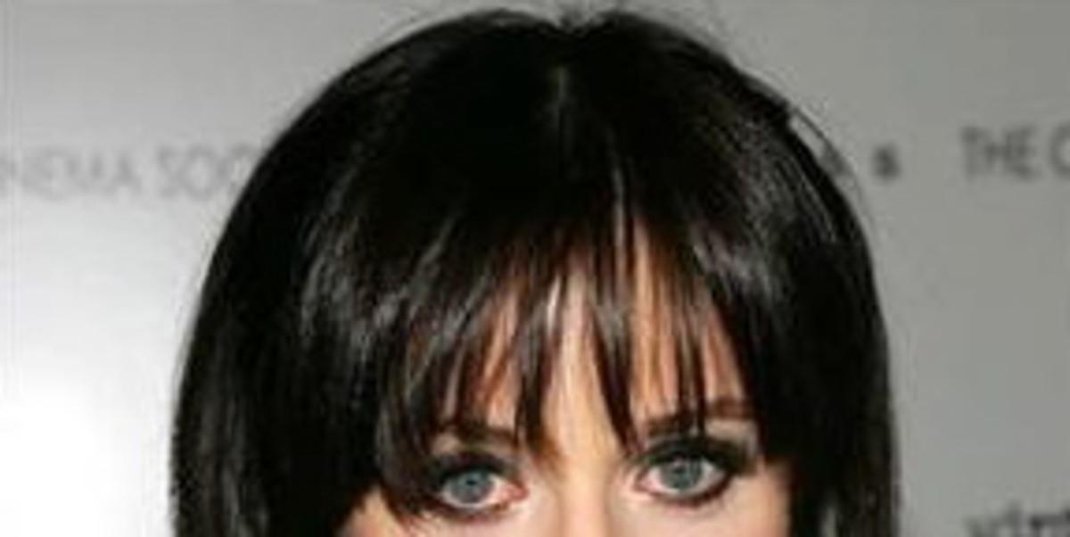 Eye-highlighting benefits of the wispy fringe
