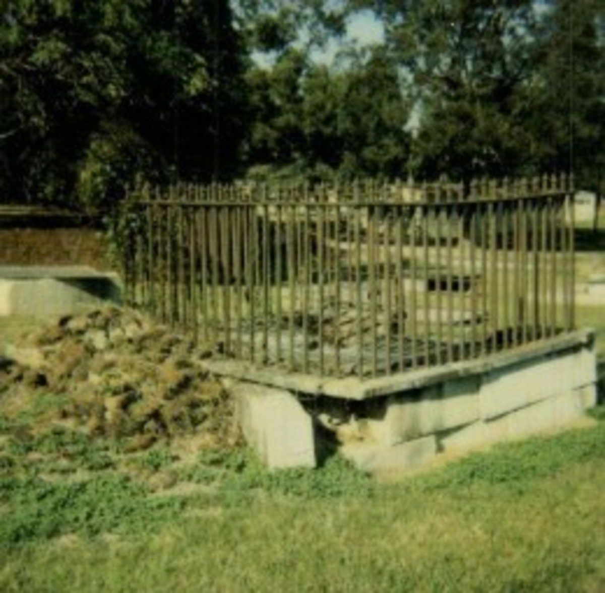 One of the graves in the Boundary Street Cemetery In Newberry South Carolina