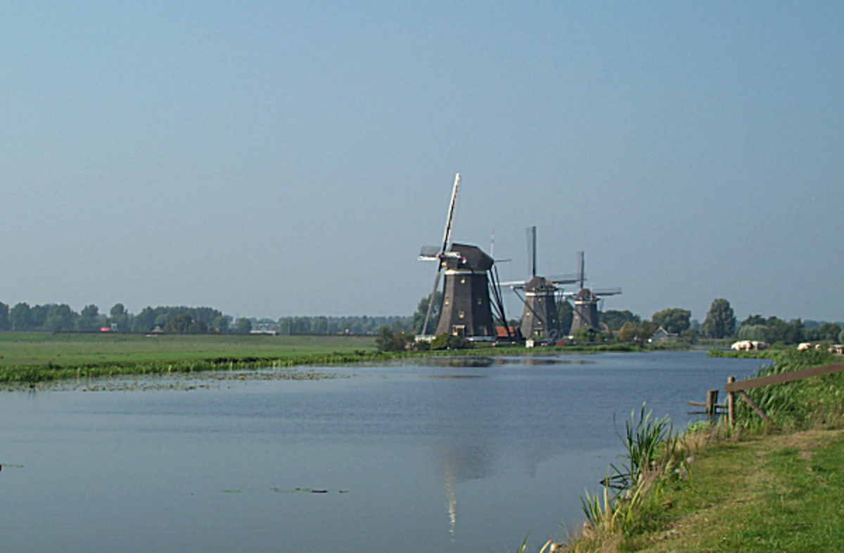 behind-the-dykes-in-holland