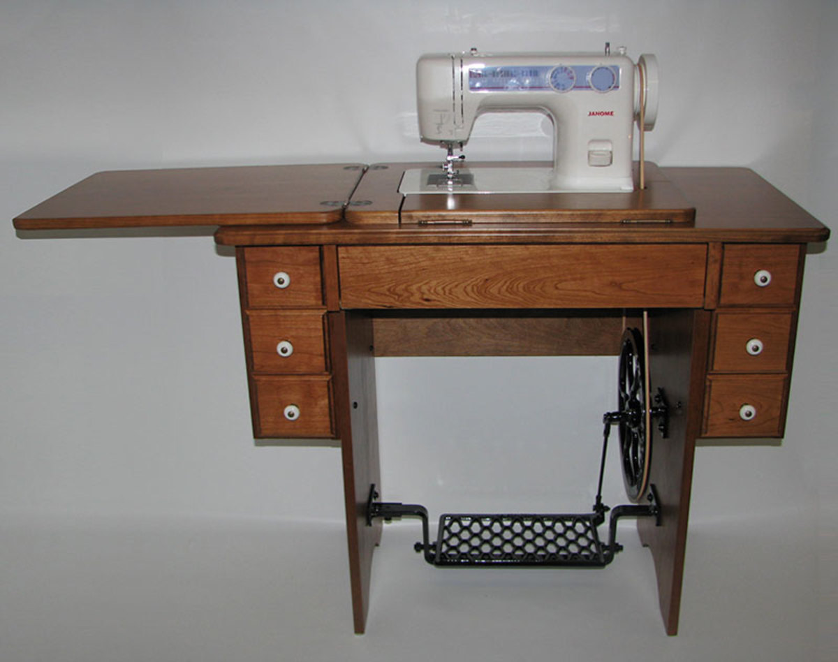 Janome 712T machine in a cherry reproduction cabinet.