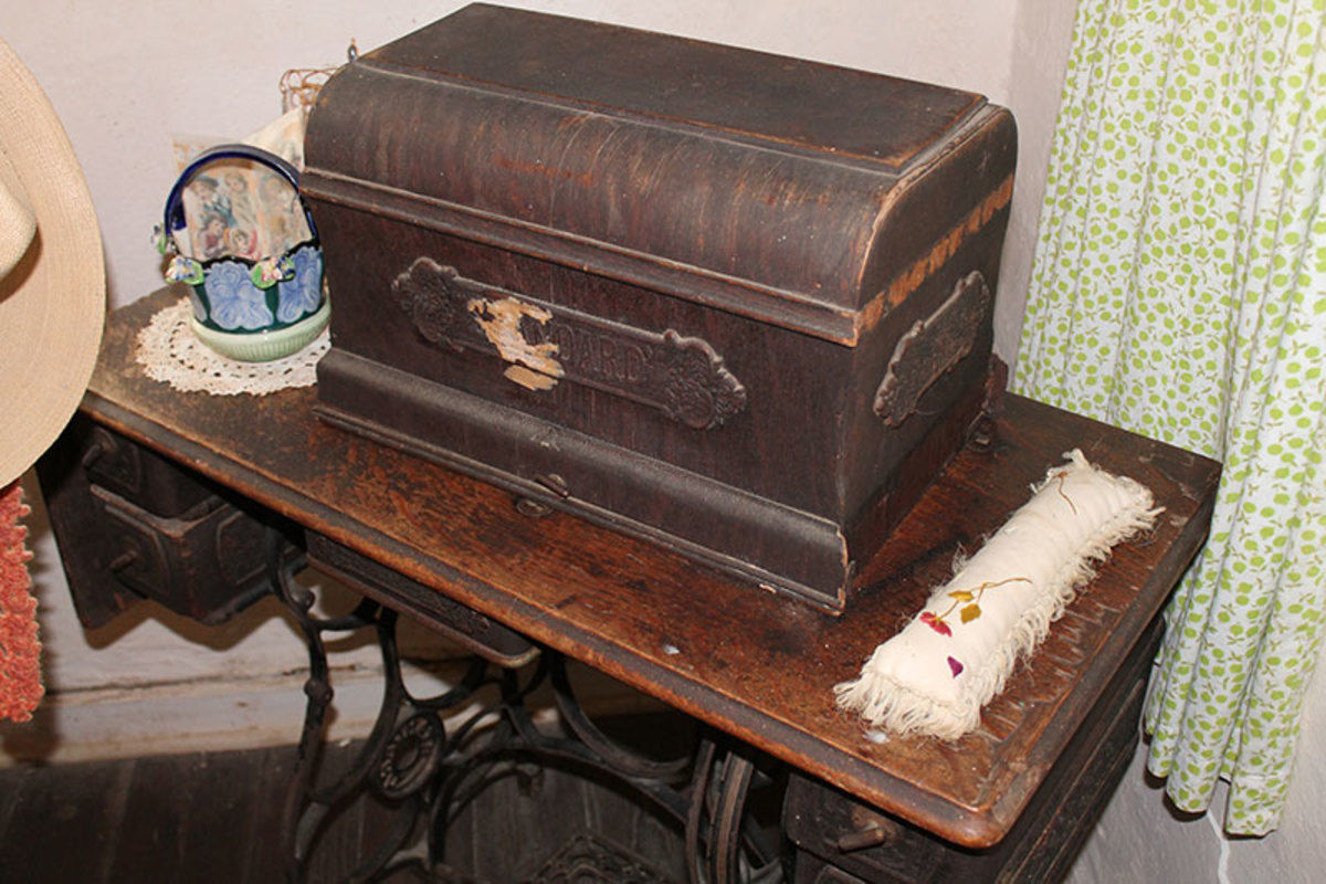 Treadle base with a box cover.