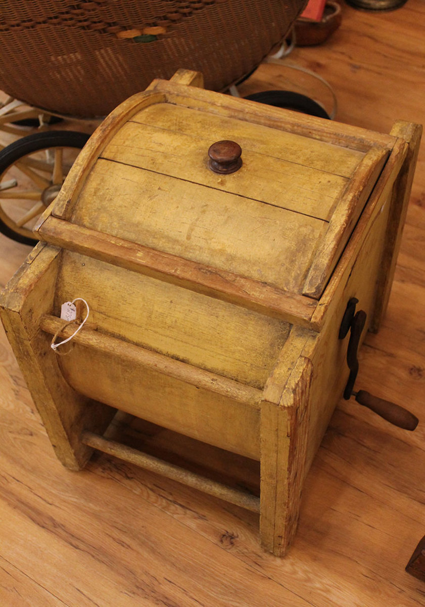 Wooden drum churn
