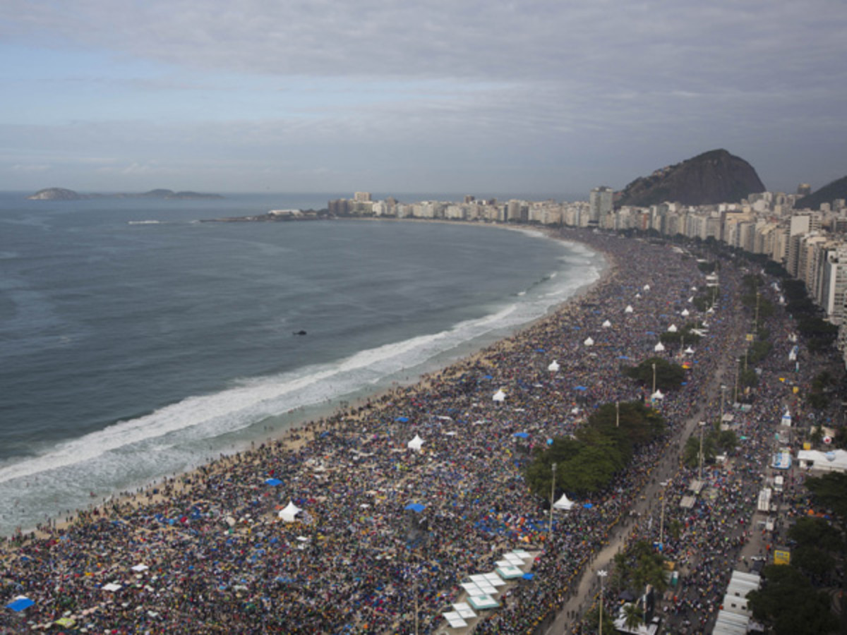 Copacabana beach crowd for the Pope mass estimated 3 millions pople