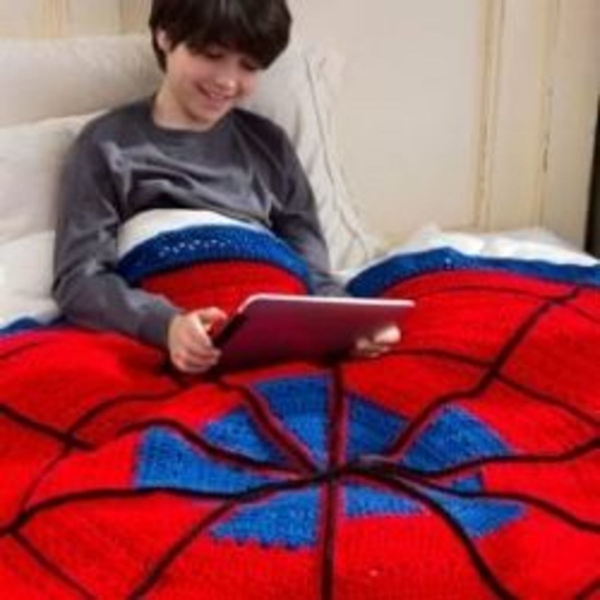 Crochet a Spiderman Inspired Blanket for your Superhero