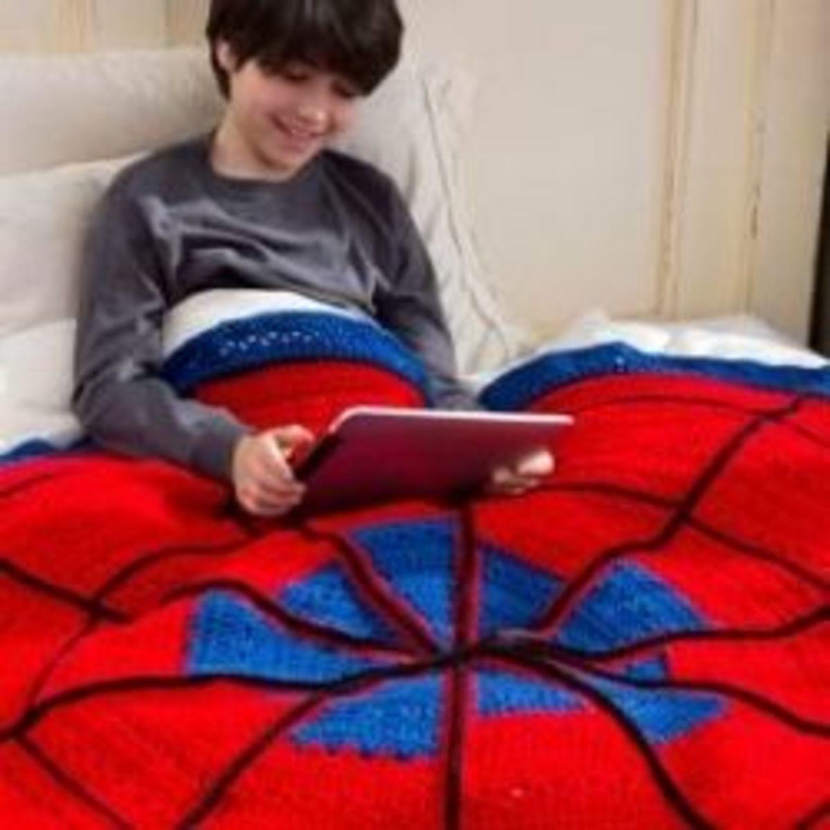 Crochet a Spiderman Inspired Blanket for your Superhero