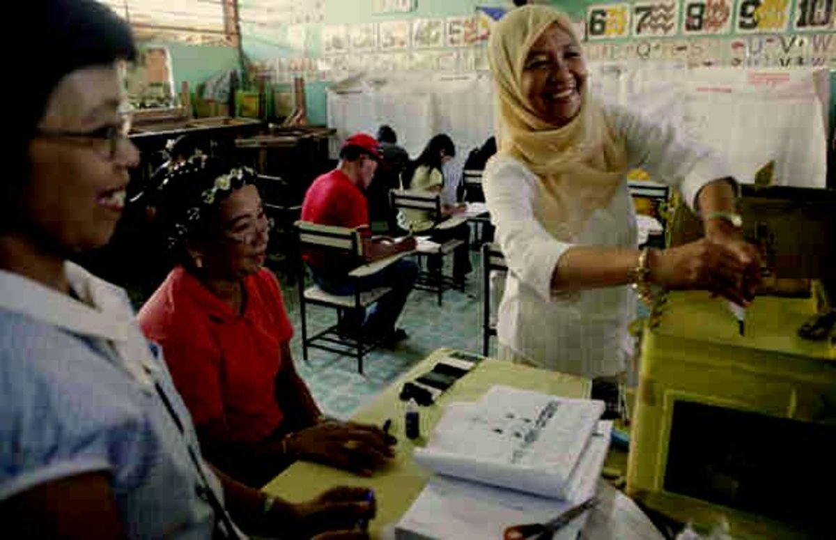 Voting at the Barangay: Jum Akbar, wife of slain governor, Wahab Akbar, casting her vote during 2007 election.