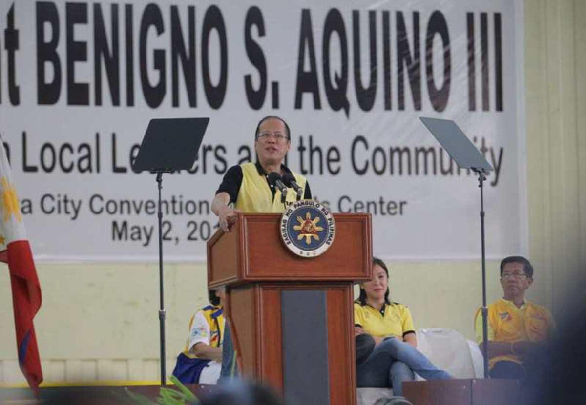 Conference at the Barangay Level and with LGU's: President Benigno S. Aquino III inaugurates newly upgraded Naga Hospital.