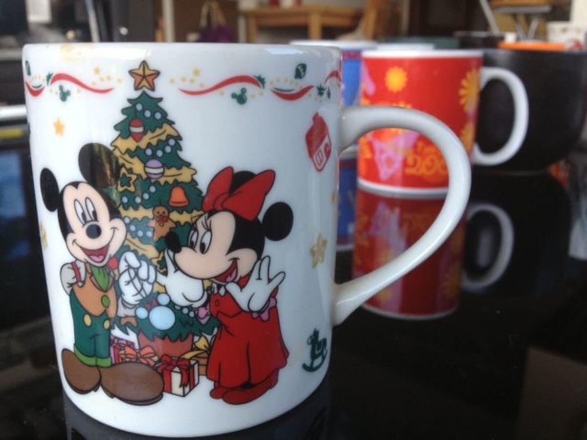 Tokyo Disneyland's Christmas in 1999.