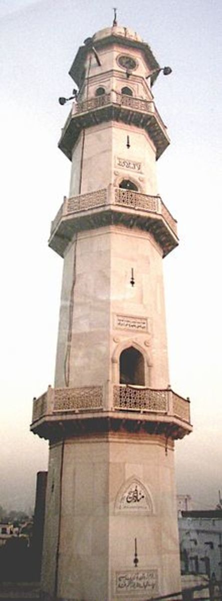 'The White Minaret' was built in Qadian, India as a symbol commemorating the fulfillment of the prophecy of Muhammad (pbuh) on the descent of The Messiah. It was completed in 1915 seven years after the demise of The Promised Messiah (pbuh).