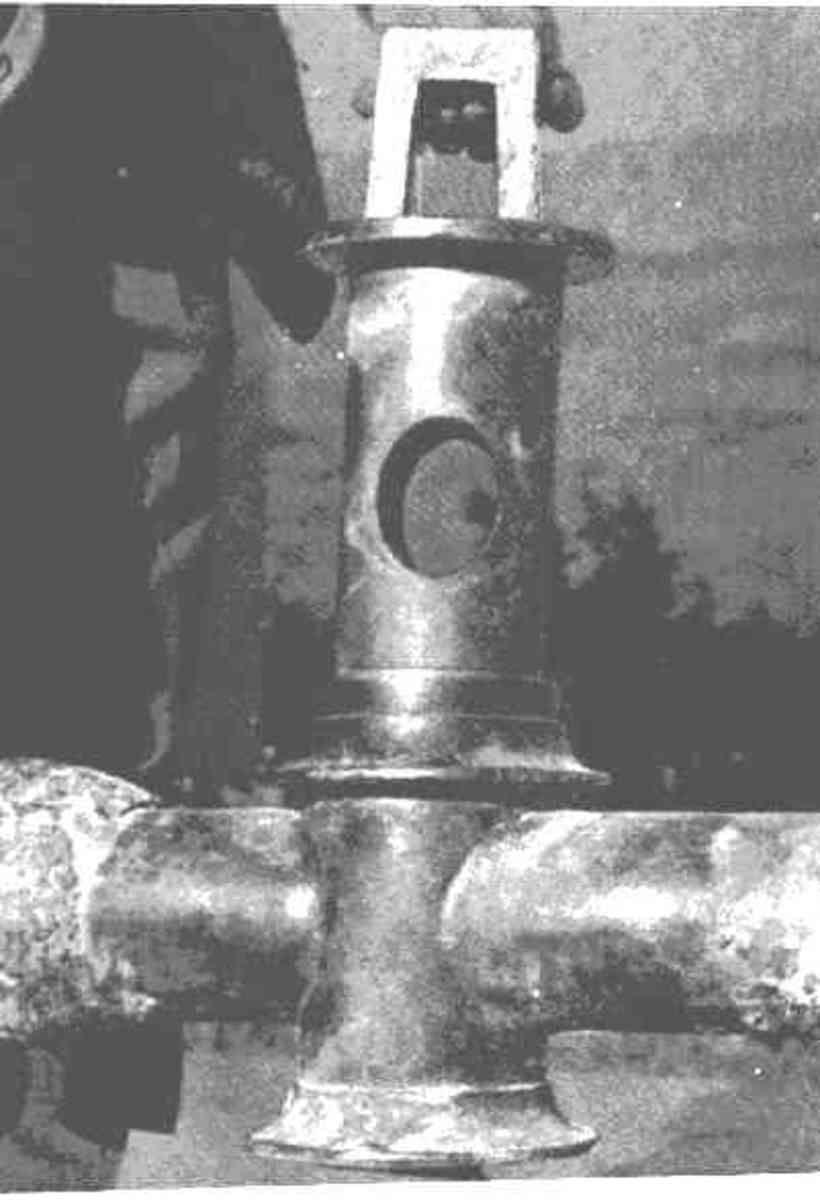 Bronze water valve still in working order.