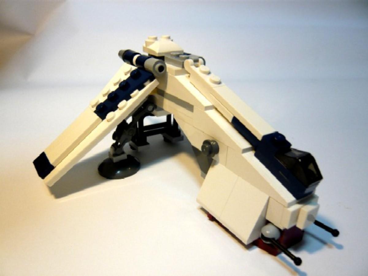 SDCC 2009 LEGO Star Wars Republic Dropship & AT-TE comcon10 Dropship Assembled