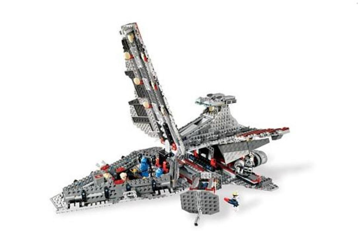 LEGO Star Wars Venator-Class Republic Attack Cruiser 8039 Opened