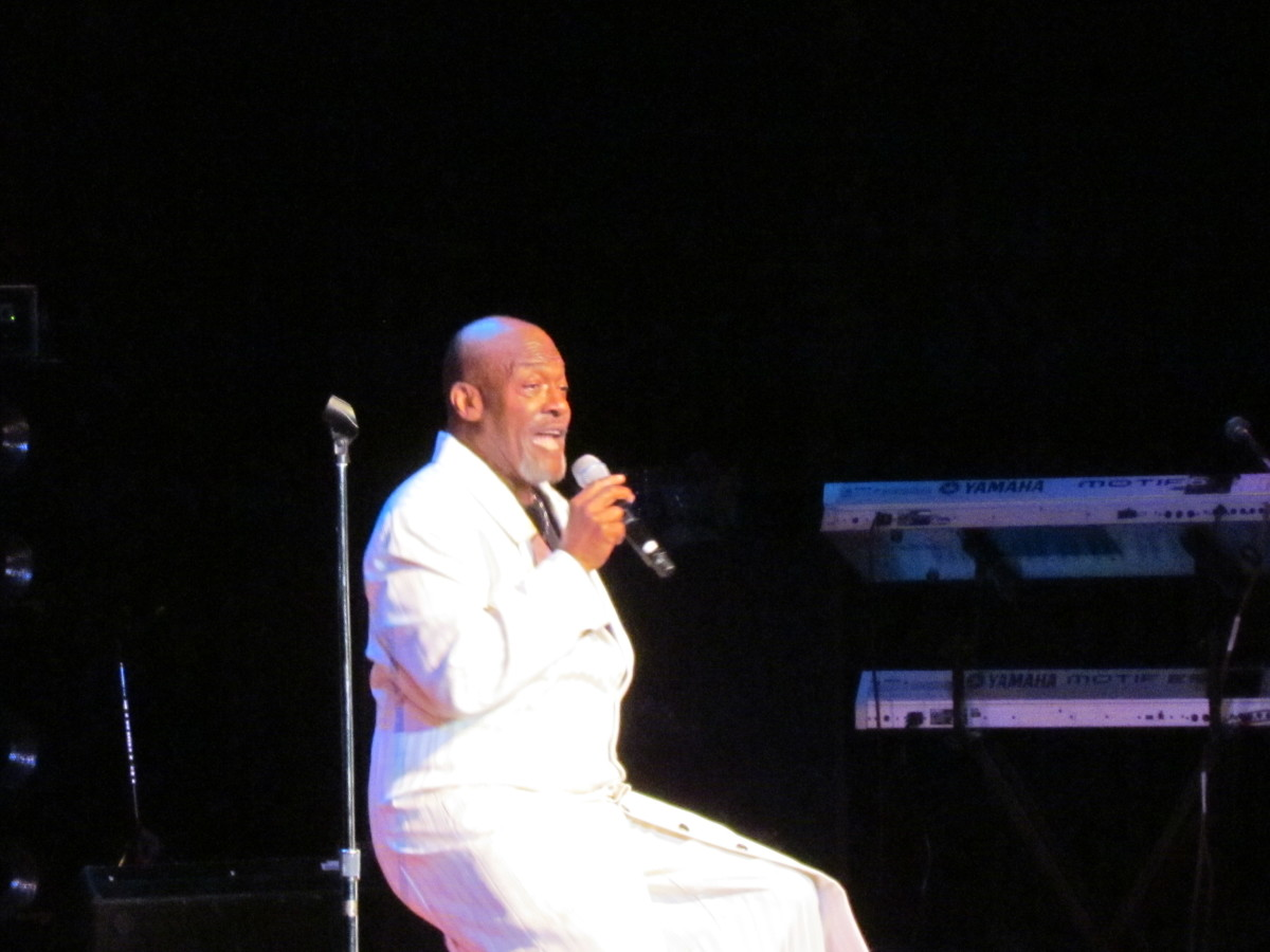 "Darold Gelespie of Harold Melvin's Bluenotes performed ""Love TKO"" by Teddy Pendergrass."